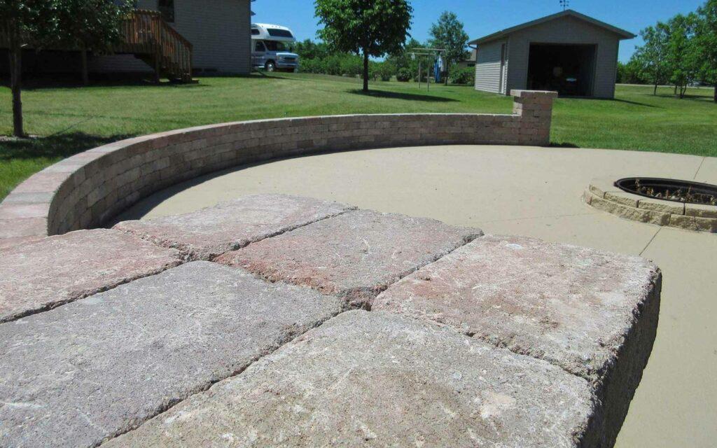 legacy-hero-landscaping-patio-walls-circle-2.jpg